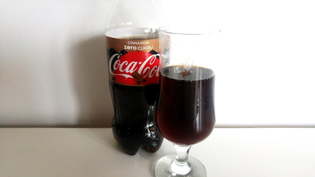 Coca Cola Zero 500 ml smak cynamonowy - wygląd napoju