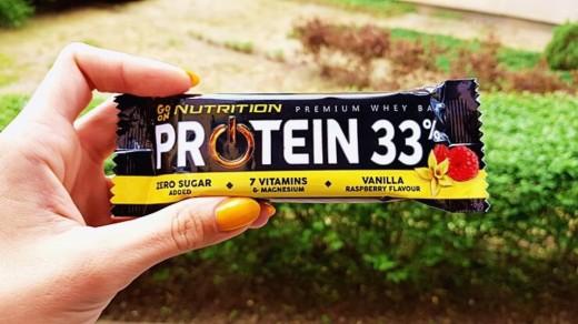 Baton proteinowy GO ON Nutrition Protein 33% (wanilia & malina)