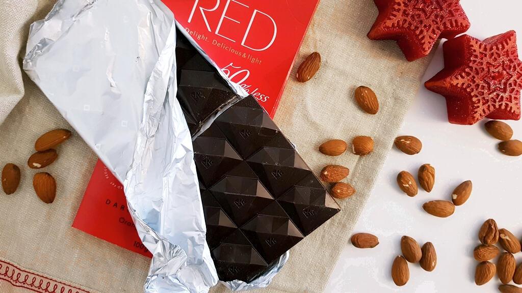 Ciemna czekolada RED Delight (pomarańcza i migdał) - wygląd czekolady