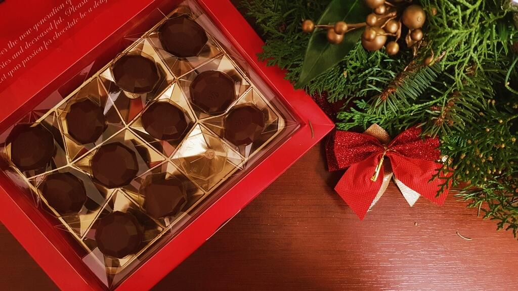 Praliny RED Delight (z nadzieniem kokosowym) - wygląd czekoladek