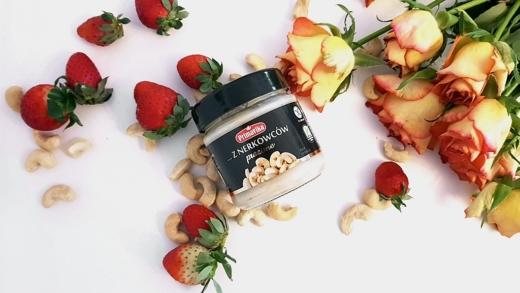 Masło z nerkowców (prażone) Primavika z truskawkami i kwiatami