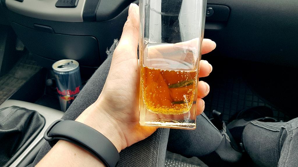 Red Bull ZERO - zdjęcie w samochodzie