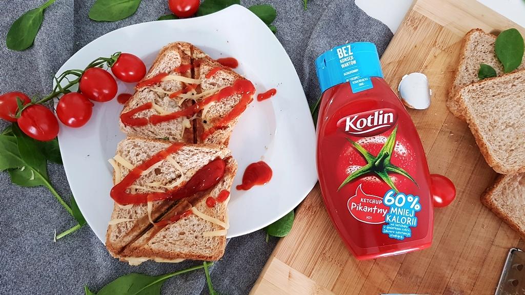 Tosty ze szpinakiem, serem Piórko i Ketchupem Kotlin 60% kalorii mniej