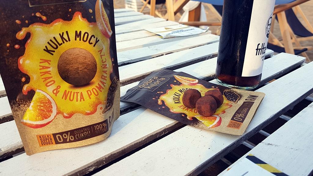 Daktylowe kulki mocy + cola zero na Prosto z Mostu Beach Bar